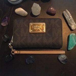 Michael Kors Wristlet Wallet/Brown&Cream Leather